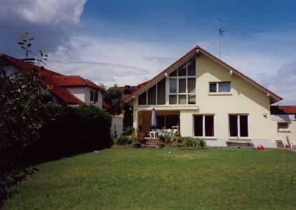 Neudorf, in repräsentativem Haus