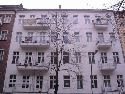 ruhige und helle 2-Zimmer-Altbauwohnung