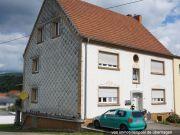 Titelbild Zwangsversteigerung Mehrfamilienhaus mit drei Wohnungen
