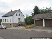 Zweifamilienhaus und Garage