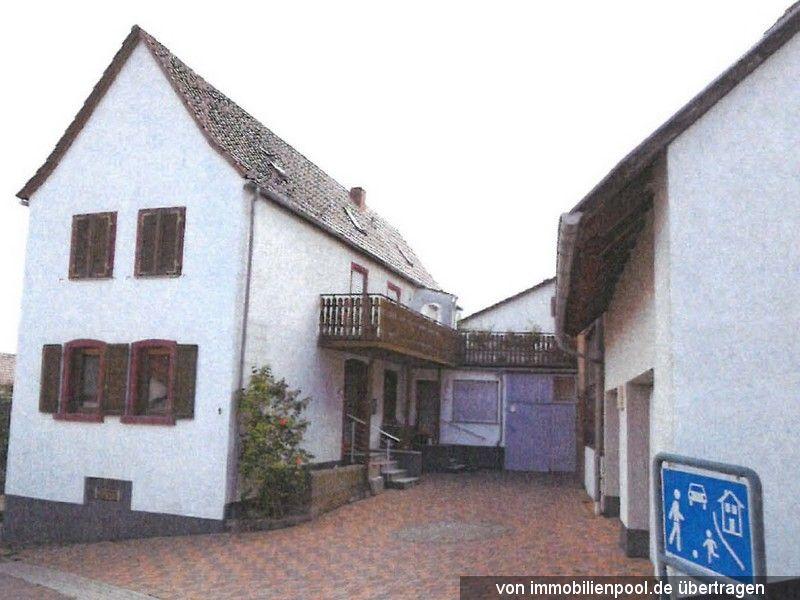 Titelbild Zwangsversteigerung Einfamilienhaus mit Garage und Scheune