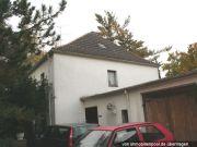 Titelbild Zwangsversteigerung Einfamilienhaus und drei unbebaute Grundstücke
