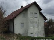 Titelbild Zwangsversteigerung Zweifamilienhaus mit Grün- und Ackerfläche