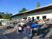 Lager-/Behelfshalle und Ackerfläche