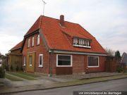 Titelbild Zwangsversteigerung Zweifamlienhaus und unbebautes Grundstück