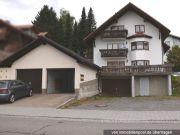 Titelbild Zwangsversteigerung Mehrfamilienhaus und Garagen