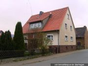 Titelbild Zwangsversteigerung Zweifamilienhaus und unbebautes Grundstück