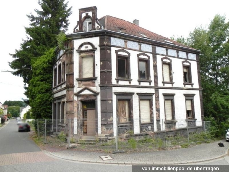 Zwangsversteigerung Mehrfamilienhaus, 3 unbebaute Grundstücke