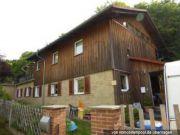 Titelbild Zwangsversteigerung Zweifamilienhaus und drei unbebaute Grundstücke
