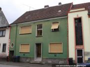Titelbild Zwangsversteigerung Dreifamilienhaus