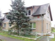 Titelbild Zwangsversteigerung Ein- bis Zweifamilienhaus und Waldfläche