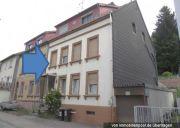 Titelbild Zwangsversteigerung Dreifamilienhaus u. Grünland