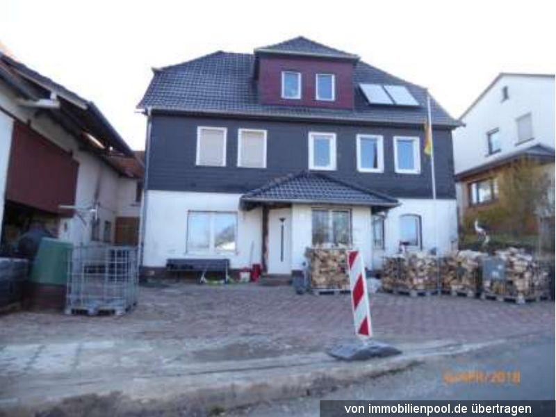 Titelbild Zwangsversteigerung Einfamilienhaus und Wirtschaftsgebäude