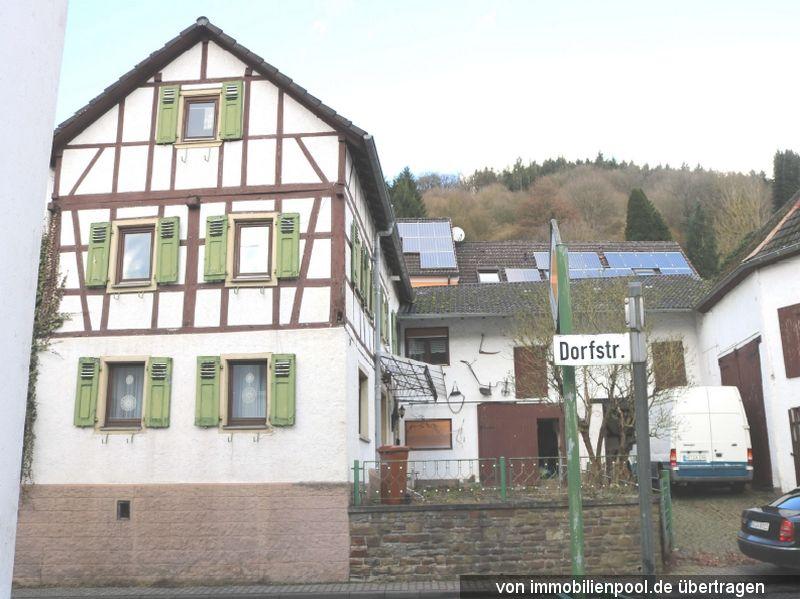 Titelbild Zwangsversteigerung Einfamilienhaus und teilbebautes Grundstück