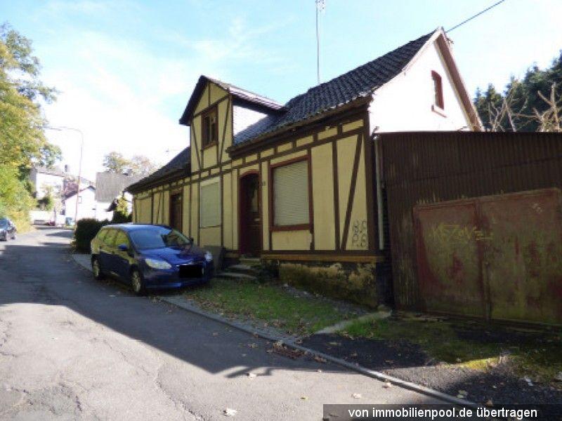 Titelbild Zwangsversteigerung Einfamilienhaus mit Garagenanbau