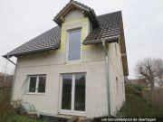 Titelbild Zwangsversteigerung Einfamilienhaus im Rohbau und Anteil an Zufahrtsstraße