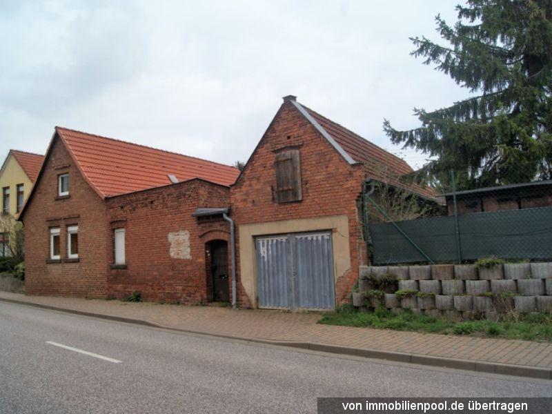 Titelbild Zwangsversteigerung Einfamilienhaus mit Nebengebäude