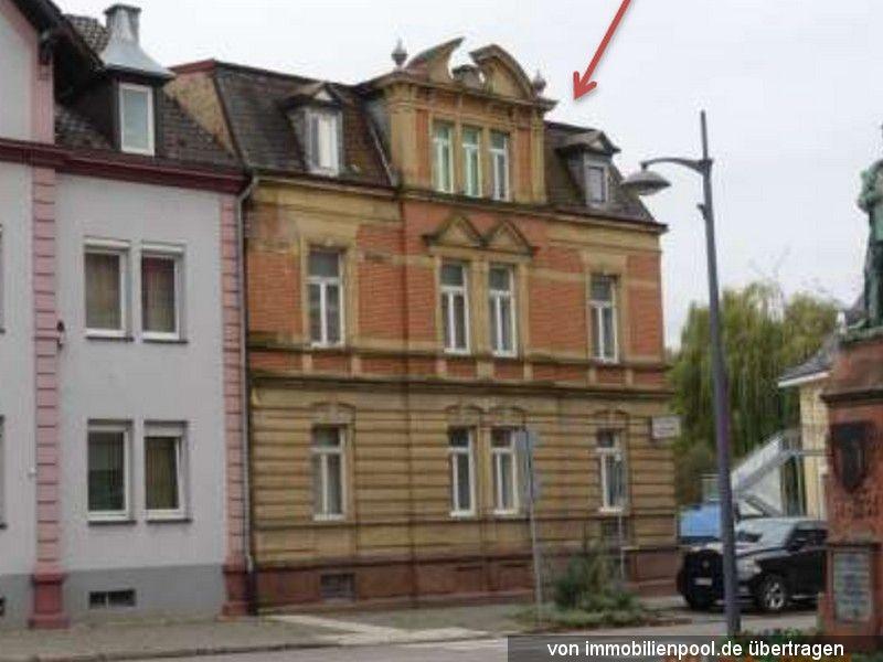 Titelbild Zwangsversteigerung Zwei- bis Dreifamilienhaus