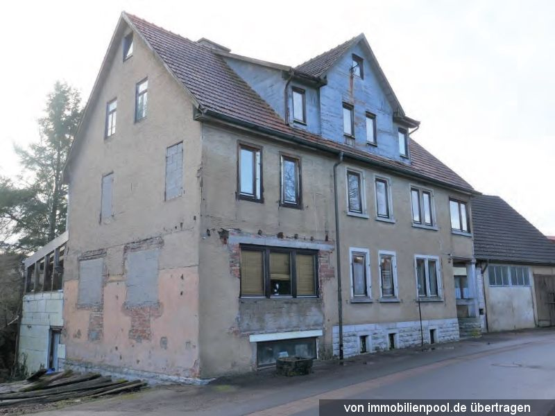 Titelbild Zwangsversteigerung Wohnhaus und zwei Trafohäuschen