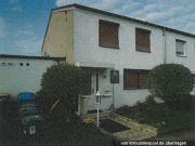 Titelbild Zwangsversteigerung Einfamilienhaus, Garagen und Verkehrsfläche