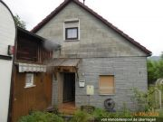 Wohnhaus und unbebautes Grundstück
