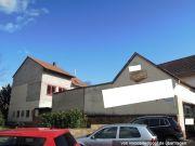 Titelbild Zwangsversteigerung Einfamilienhaus u. zwei Nebengebäude