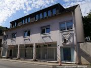 Wohn- und Geschäftshaus und Flächen