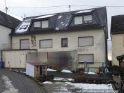 Titelbild Zwangsversteigerung Zweifamilienhaus und unbebaute Grundstücke