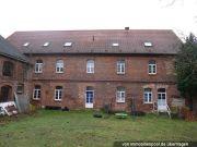 Mehrfamilienhaus mit Nebengebäuden